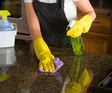 تنظيف البقع من علي الرخام والجرانيت